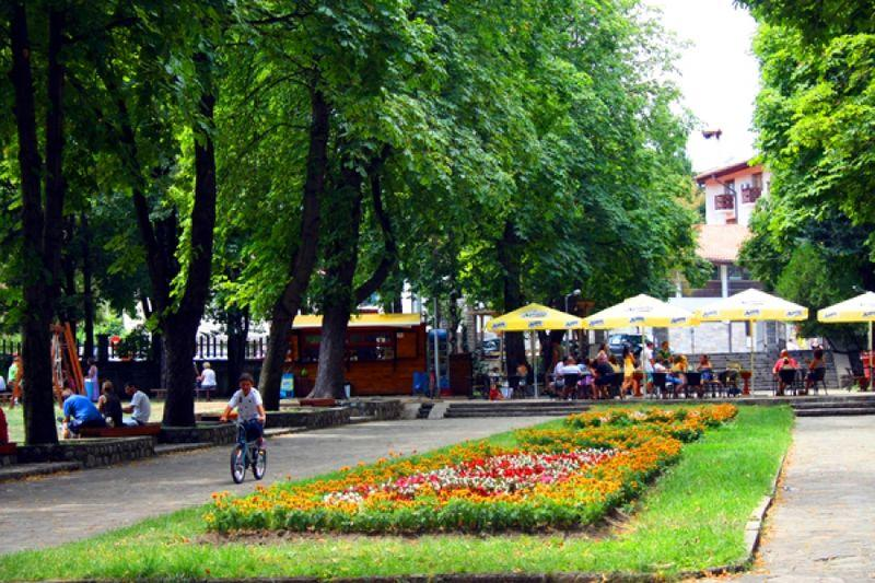 Park sa cvećem u Banskom | Lucky Bansko SPA & Relax