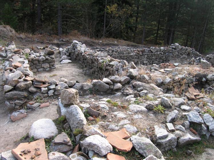 Iskopi drevnih ru?evina u Banskom Lucki Bansko SPA & Relak