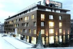 Apart-hotel Lucky Bansko SPA & Relax |  fasada hotela, pokrivena snegom