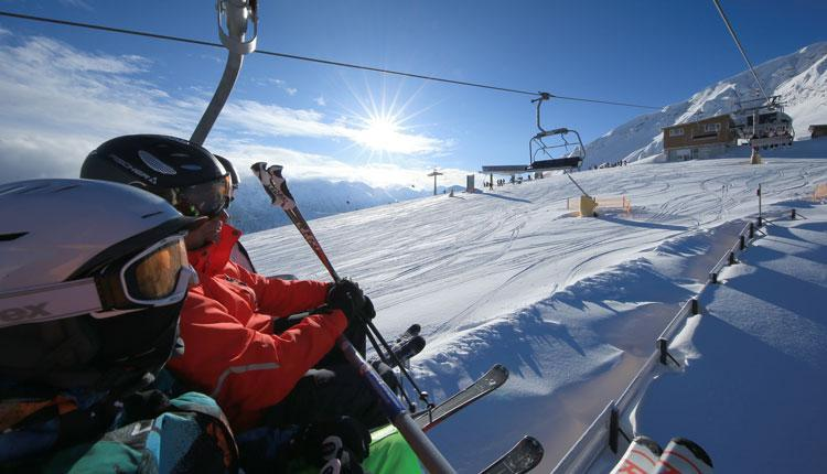 Skijaši na liftu u Banskom | Lucky Bansko