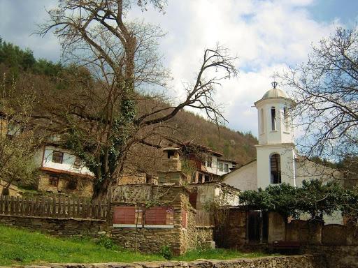 Crkva u selu Leshten