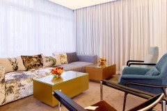 Sofa sa stolom na novoj recepciji | Lucky Bansko SPA & Relax