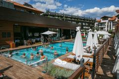 Mala oaza sa otvorenim bazenom