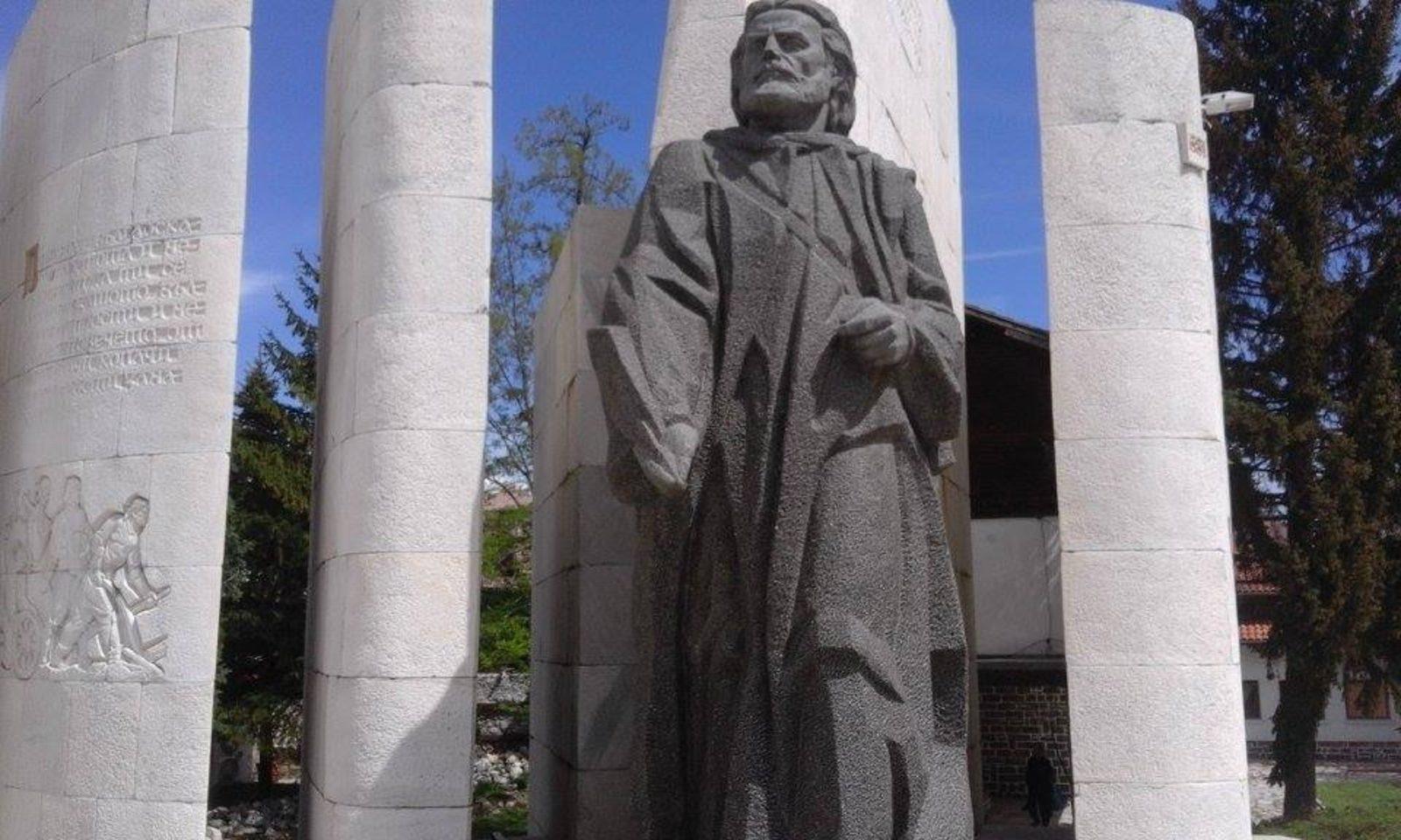 Spomenik Paisii u Banskom